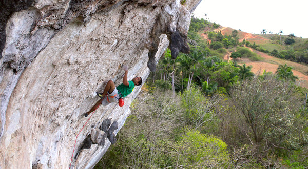 Threatening Rock Climbing in a Cuban Paradise - NYTimes.com