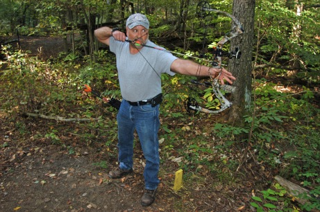 Mike Niva at full-draw aiming at a 3D target. Photo: Howard Meyerson