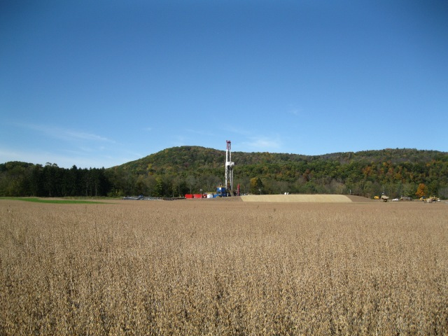 An oil rig in the middle of a Pennsylvania farm field.  Photo: Wikimedia Commons.