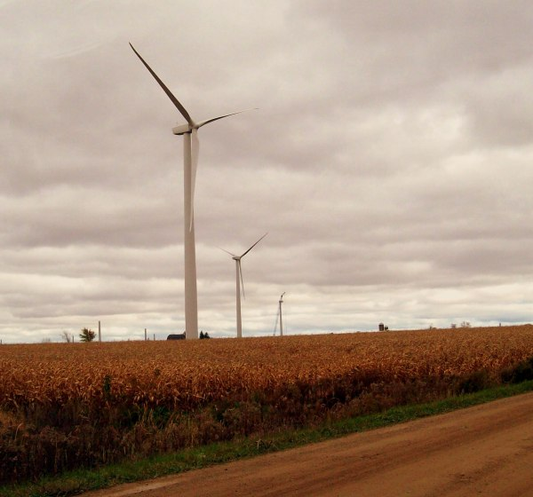 Michigan Wind 1 near Ubly is part of the former Noble Thumb Windpark (NTW), which John Deere Renewables acquired from Noble Environmental Power in October, 2008. The project consists of 46 GE Energy SLE wind turbines and has a total nameplate capacity of 69 MW. Photo: Wikimedia Commons.