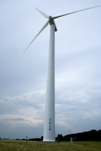 A wind turbine in Traverse City, Michigan. Photo: Wikimedia Commons